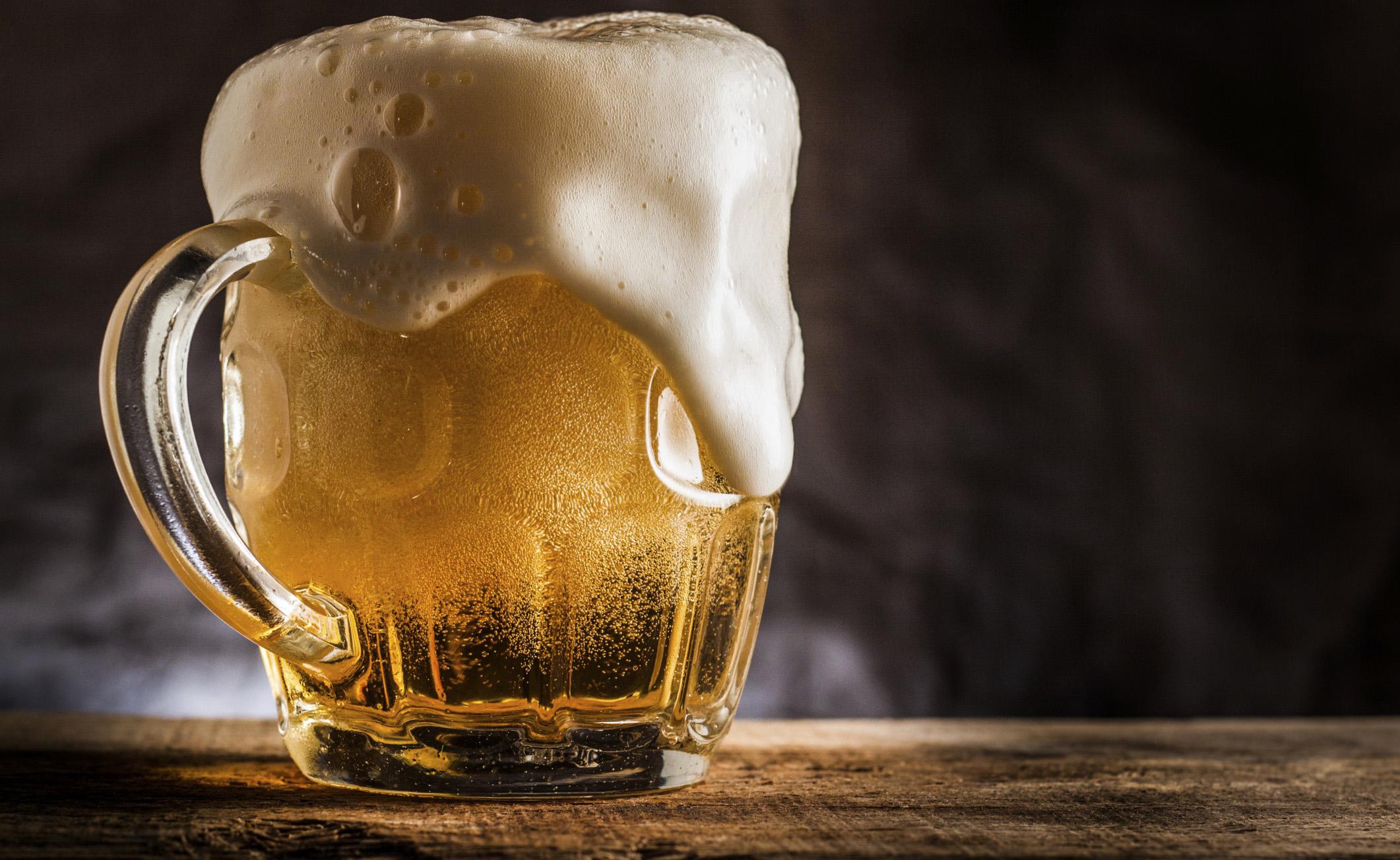 Bere birra per prevenire l'Alzheimer