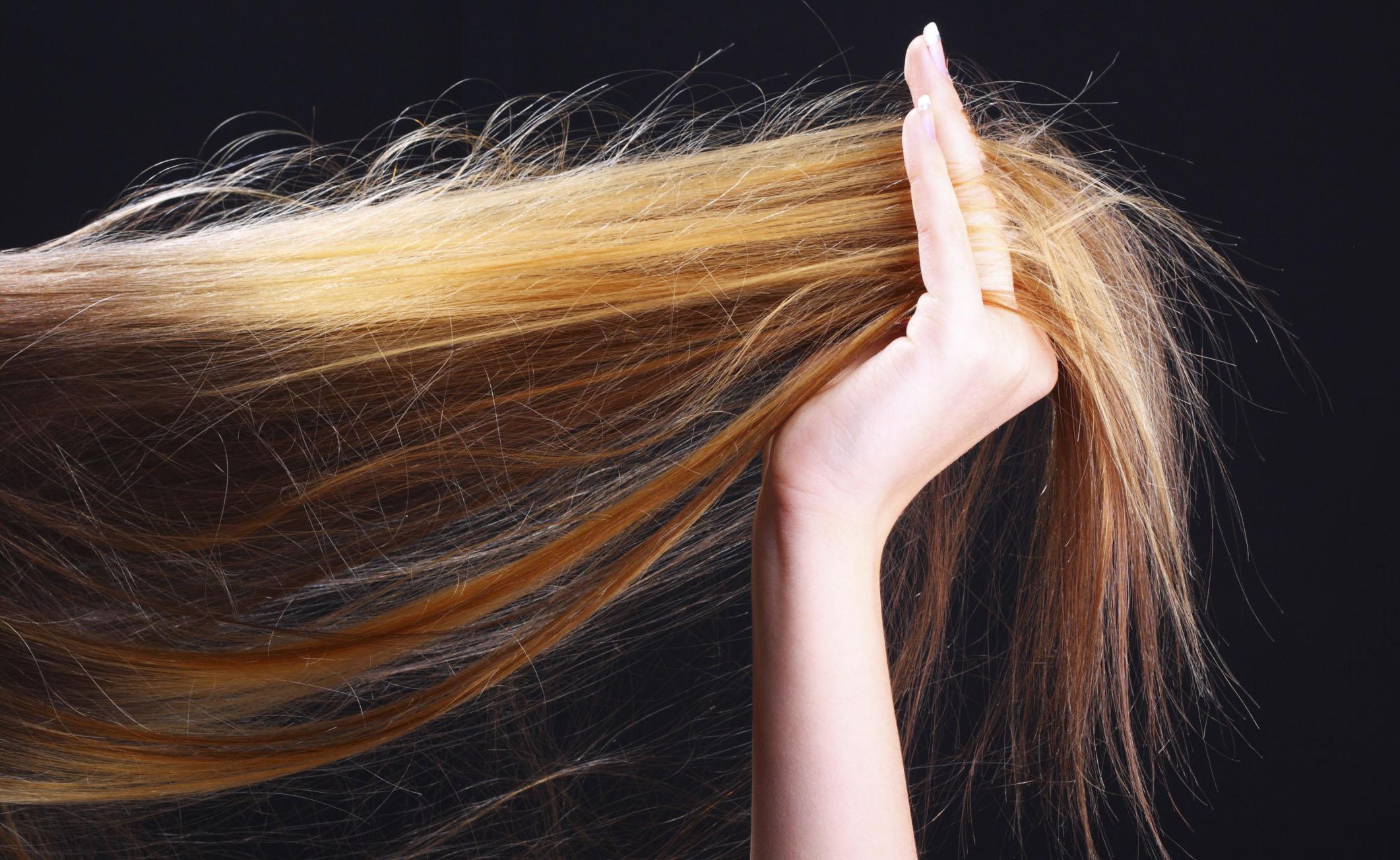 Caduta dei capelli: è davvero colpa delle stagioni?