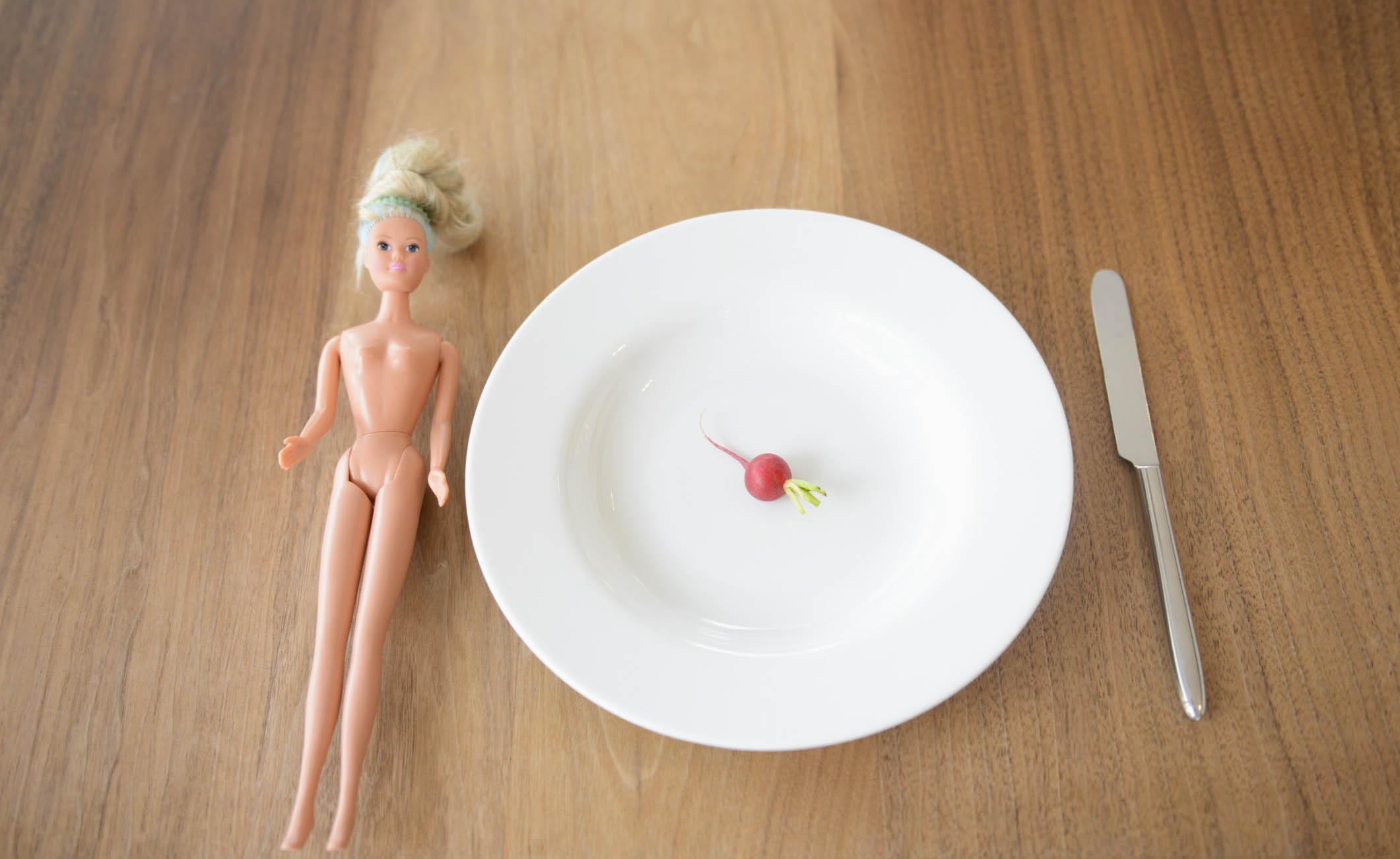 """Anoressia è """"moda"""": la correlazione tra mondo della moda e i disturbi dell'alimentazione"""