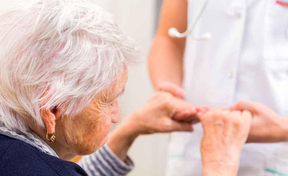 Tutti i segni clinici per una diagnosi precoce di Alzheimer sin dai vent'anni