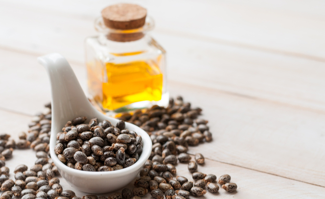 10 utilizzi dell'olio di ricino: benefici e proprietà