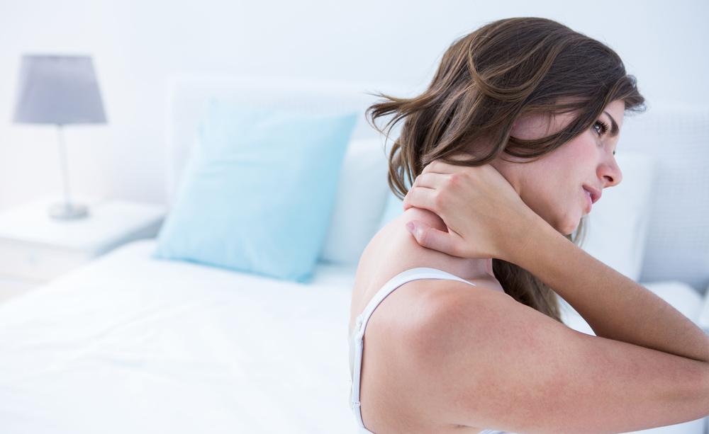 Dolore al collo e mal di schiena? Come evitare i malanni dell'estate