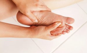Le cause della scossa alle dita dei piedi