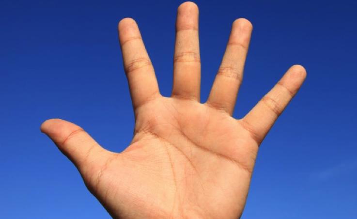 Quando la cisti sulla mano nasconde un tumore: come capirlo e curarsi in tempo