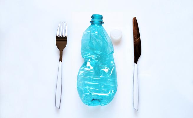 In un anno ingeriamo 70mila particelle di plastica: lo dice uno studio