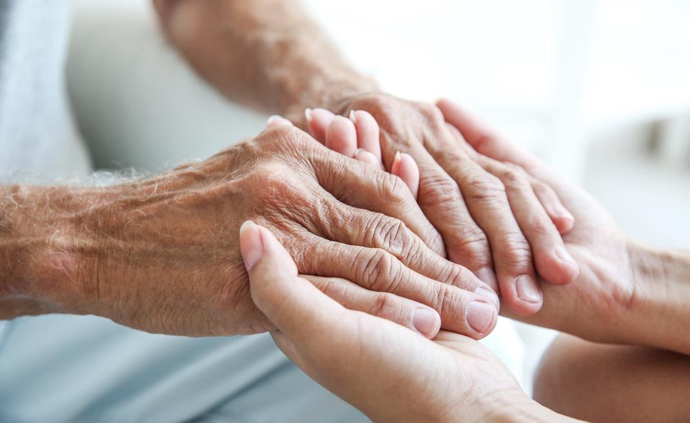 Anziani non autosufficienti: come far valere il diritto all'assistenza