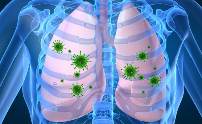 Annusa i calzini ogni sera: ricoverato per un'infezione polmonare
